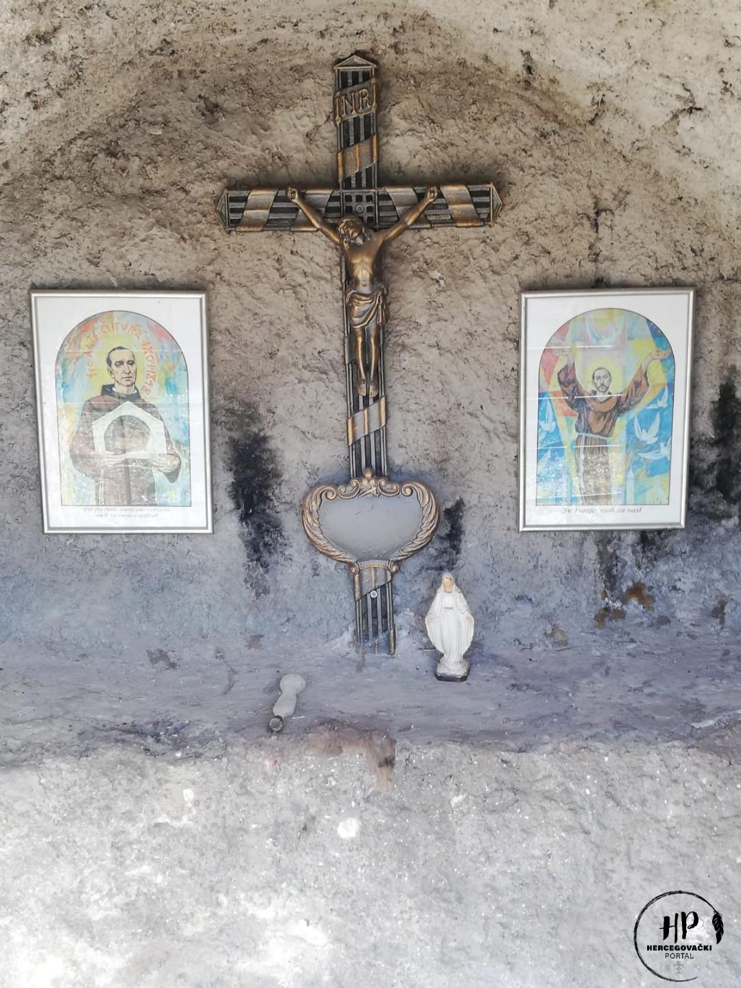 """Slikovni rezultat za običaj cjelonoćnog zvonjenja u groblju sv. franje u čapljini"""""""